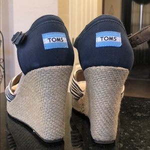 Toms Size 8 wedges